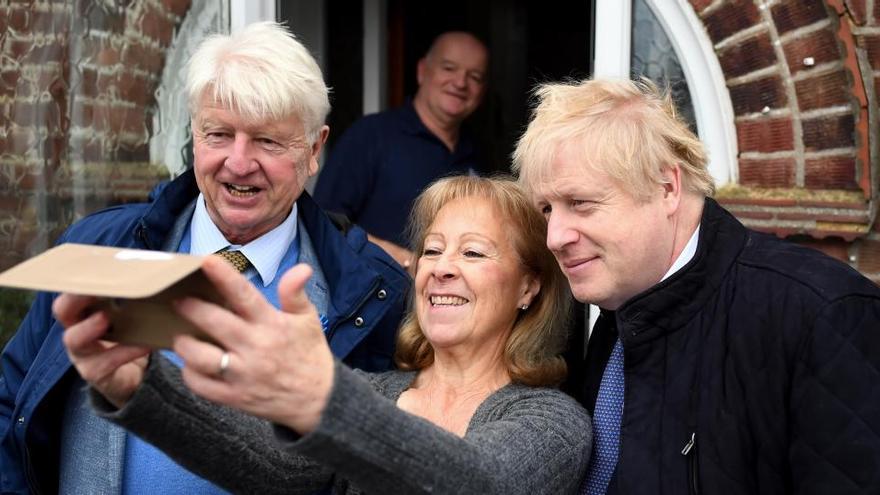 El padre de Boris Johnson pide la ciudadanía francesa tras el Brexit