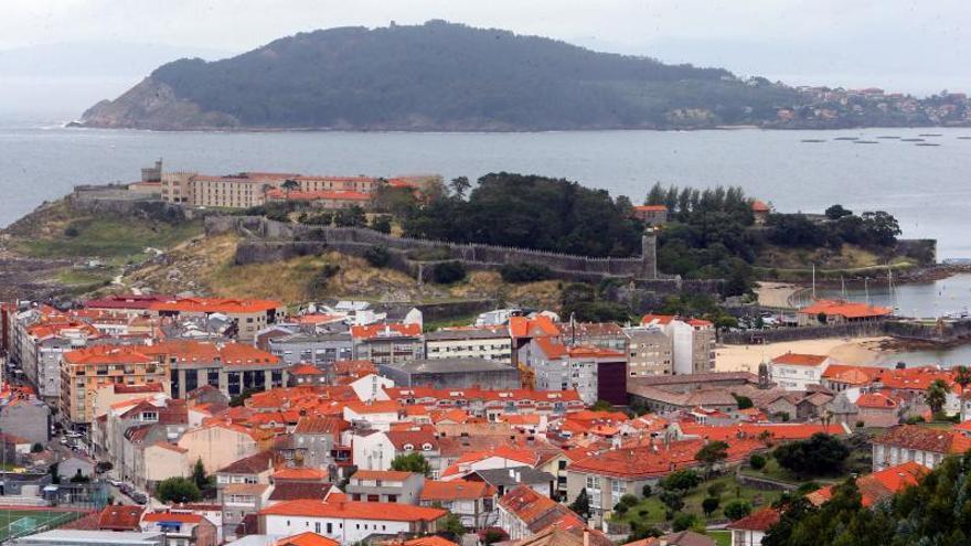 Alquilaba 18 viviendas inexistentes en Baiona para estafar el dinero de la reserva