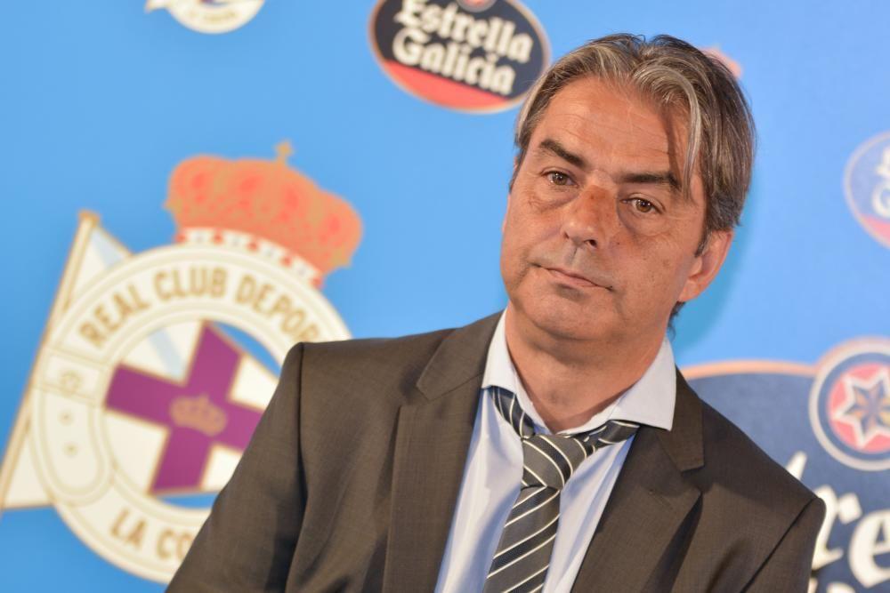 """El nuevo entrenador del Deportivo parece rehuir referirse al ascenso como objetivo y prefiere centrarse en """"objetivos parciales para poder alcanzar el objetivo final""""."""