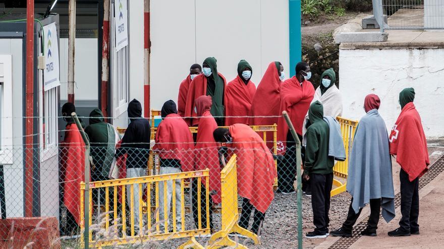 ACNUR entrega 20.000 mantas y 300.000 mascarillas a inmigrantes en Canarias