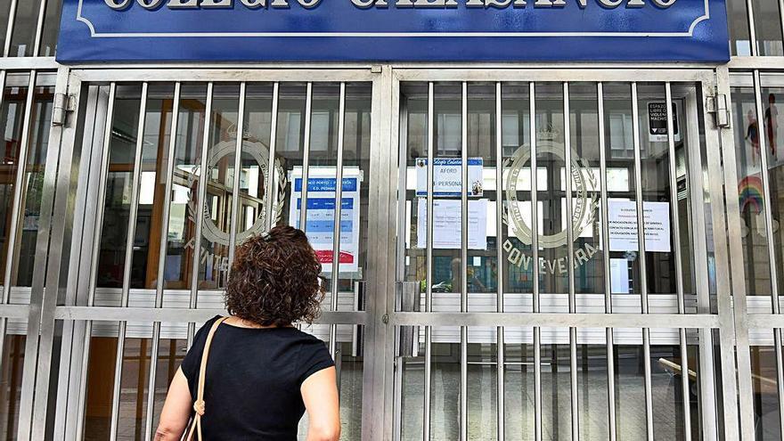 Un colegio del centro de Pontevedra y aulas en Carballo y Cee, cerrados por coronavirus