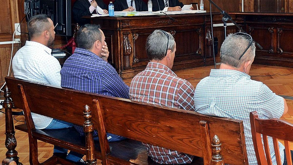 Los cuatro procesados en 2015 por la Audiencia de Pontevedra, entre ellos Otero Magdalena. |  // RAFA VÁZQUEZ