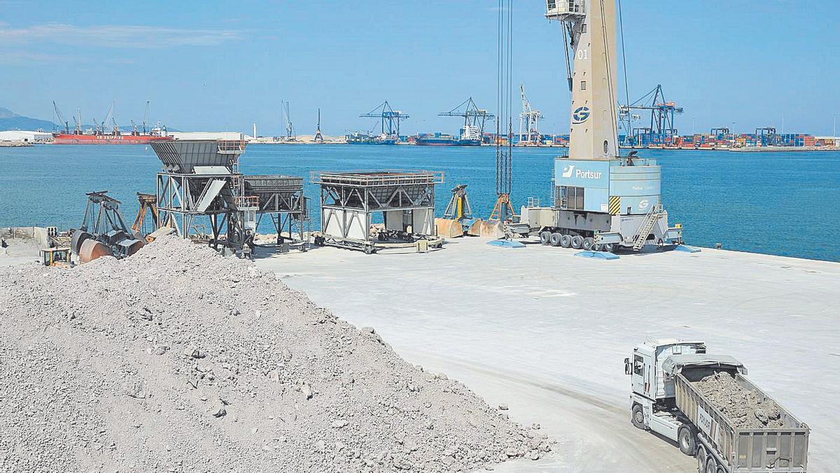 Imagen de la dársena sur de PortCastelló, para la que se espera una evolución con el servicio ferroviario.