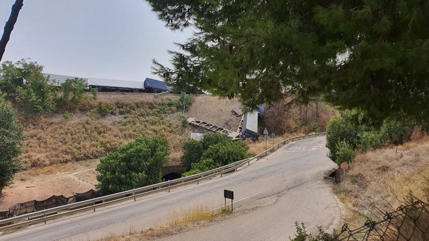 La dificultad para retirar los vagones atrasa la apertura de la vía del tren en Montoro