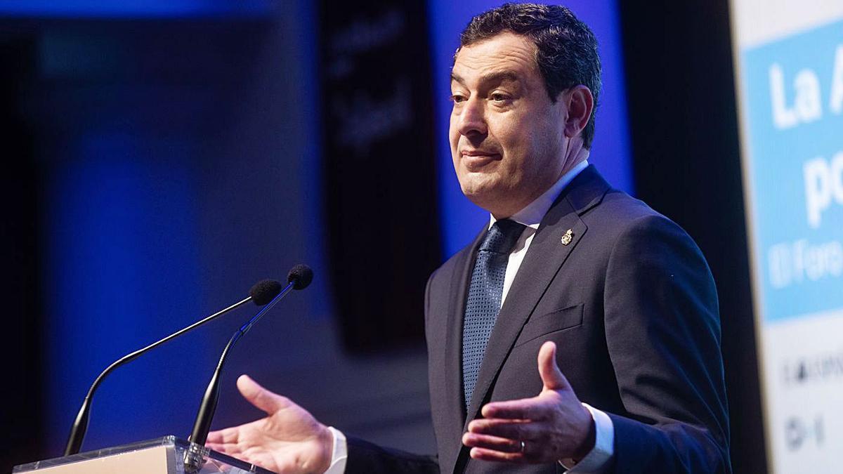 Juanma Moreno, ayer durante la apertura del Foro Económico Español 'La Andalucía pos-Covid'.