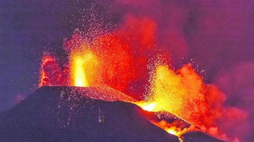 La sismicidad vuelve a reactivarse mientras las coladas del volcán detienen su avance