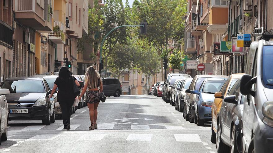 Tres asociaciones vecinales de Carrús se niegan a perder 120 plazas de aparcamiento en Elche