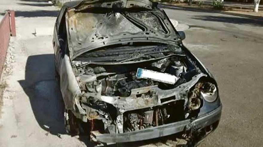 Un coche se incendia al chocar con otro vehículo en Magaluf