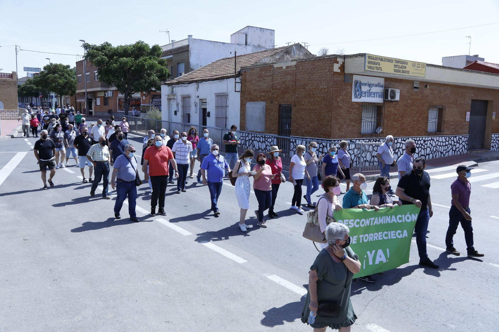Protesta en Torreciega por la descontaminación del suelo