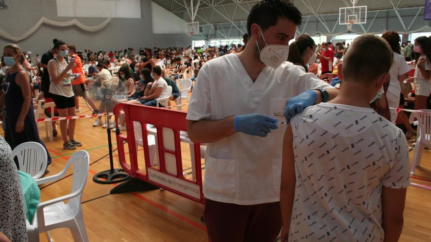Largas colas en Lorca para vacunarse