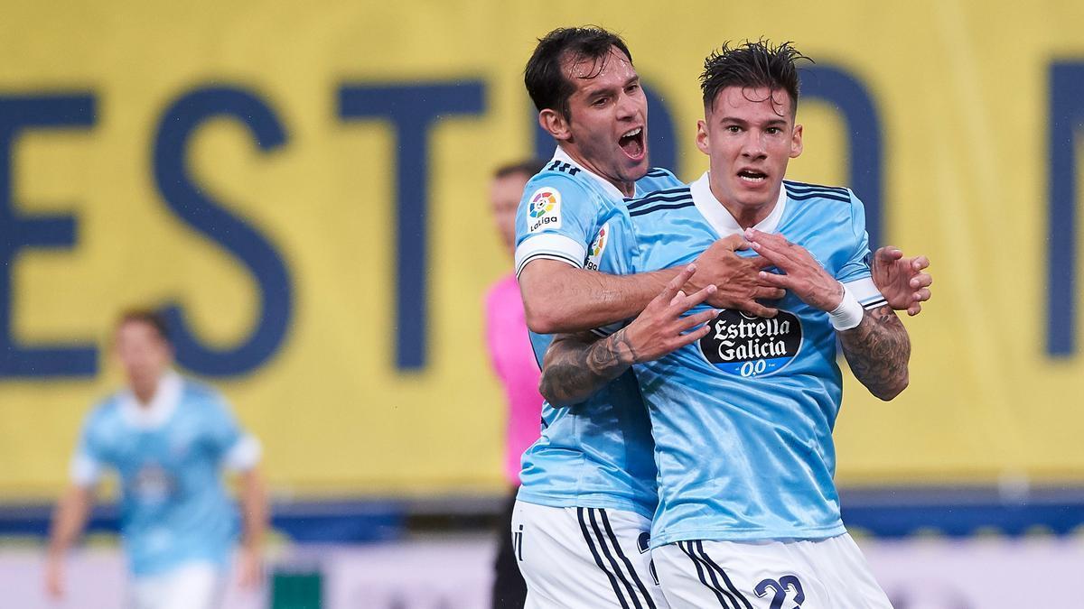 Augusto Solari y Santi Mina celebran uno de los goles del Celta ante el Villarreal
