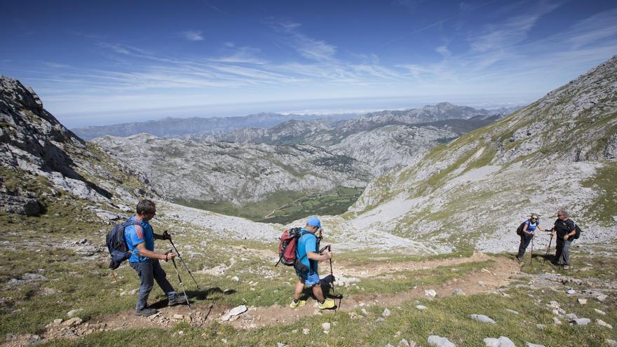 """La Guardia Civil reclama """"prudencia"""" ante la fiebre por las rutas de montaña"""