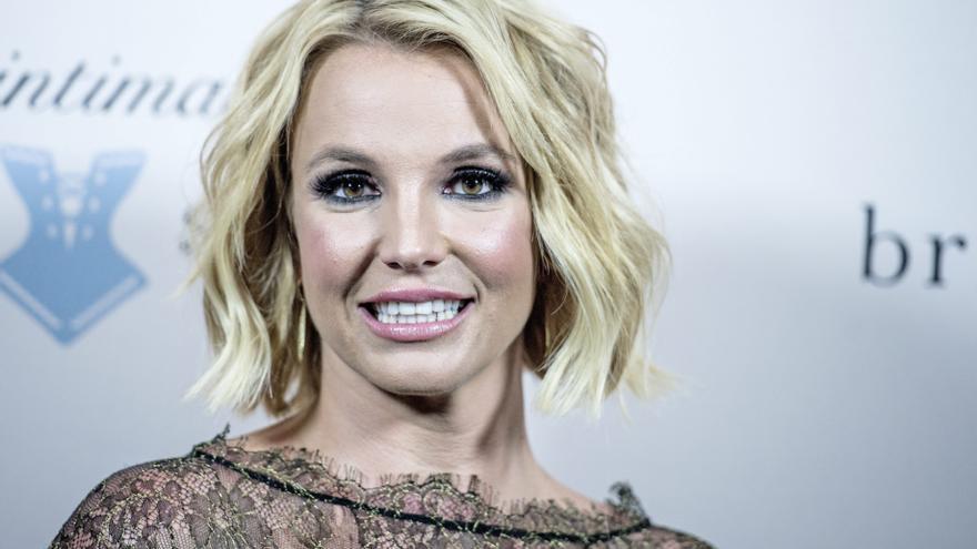 El padre de Britney Spears deja la tutela legal de la cantante