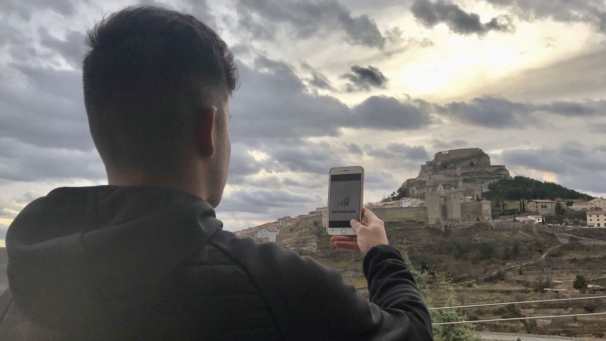 Vecinos de diferentes zonas del interior de Castellón sufren problemas de conexión o de cobertura telefónica.