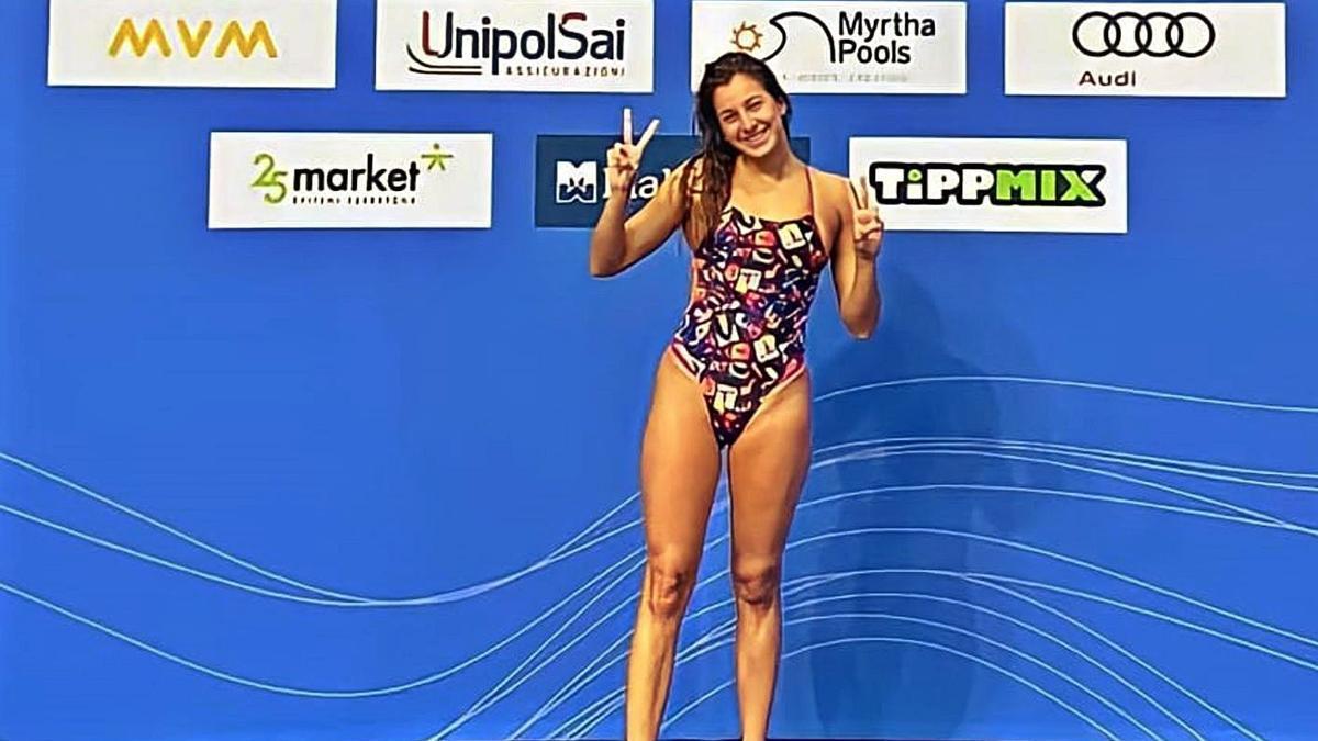 María de Valdés, ayer, en su toma de contacto con la piscina de Budapest. |  // LA OPINIÓN