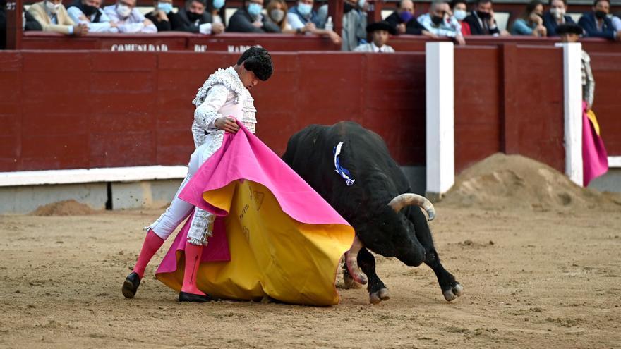 Daniel Luque, con una oreja, marca la tarde con autoridad y un sereno valor en Las Ventas