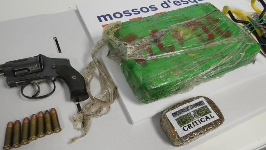 Detenen una parella a Puigcerdà per traficar amb drogues i tinença d'armes