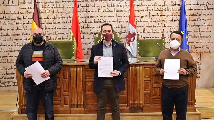 Familias Numerosas y Fundación Intras renuevan sus convenios con el Ayuntamiento de Benavente
