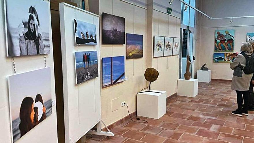 El grup artístic DonART impulsa la seva primera exposició a l'Escala