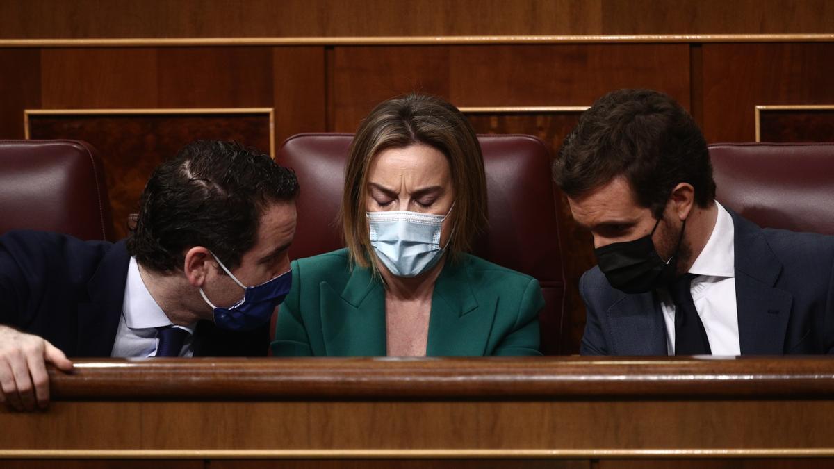 Pablo Casado, Cuca Gamarra y Teodoro García Egea, en el Congreso
