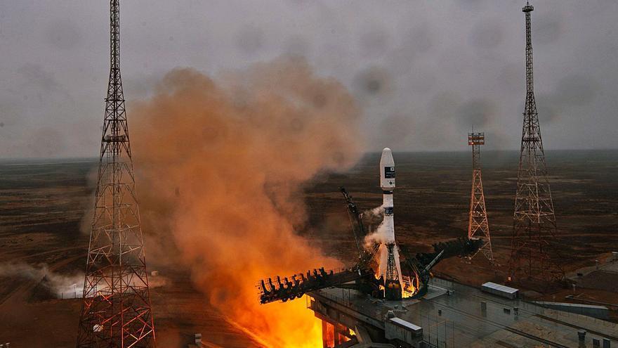 El satélite vigués ya orbita a 500 kilómetros y empezará los test a finales de abril