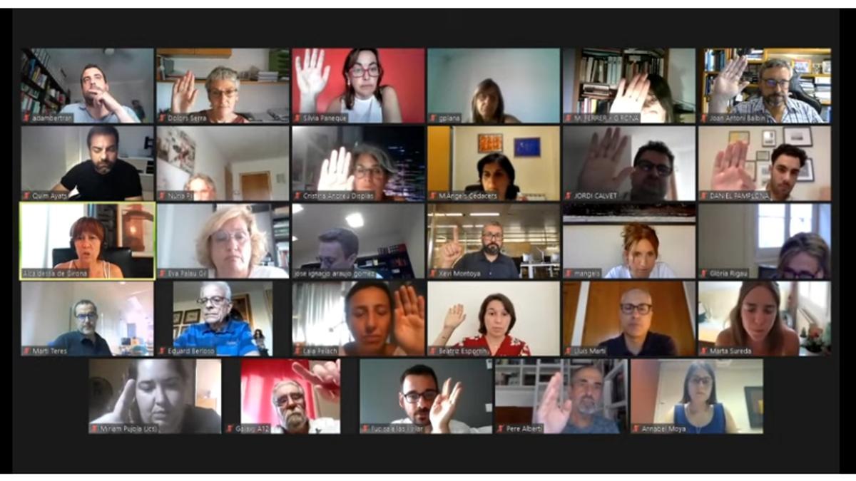 Captura de pantalla del moment en què l'oposició de Girona s'ha abstingut i ha permès que l'equip de govern destinés els 1,6 MEUR de romanent a cobrir partides del pressupost prorrogat, al ple d'aquest 27 de juliol del 2021 (Horitzontal)