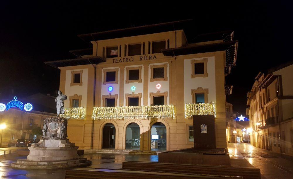 LNE El teatro Riera iluminado.jpg