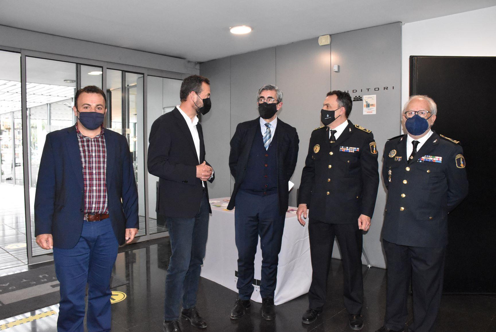 El alcalde y el secretario autonómico de Seguridad asistieron al acto en Elche