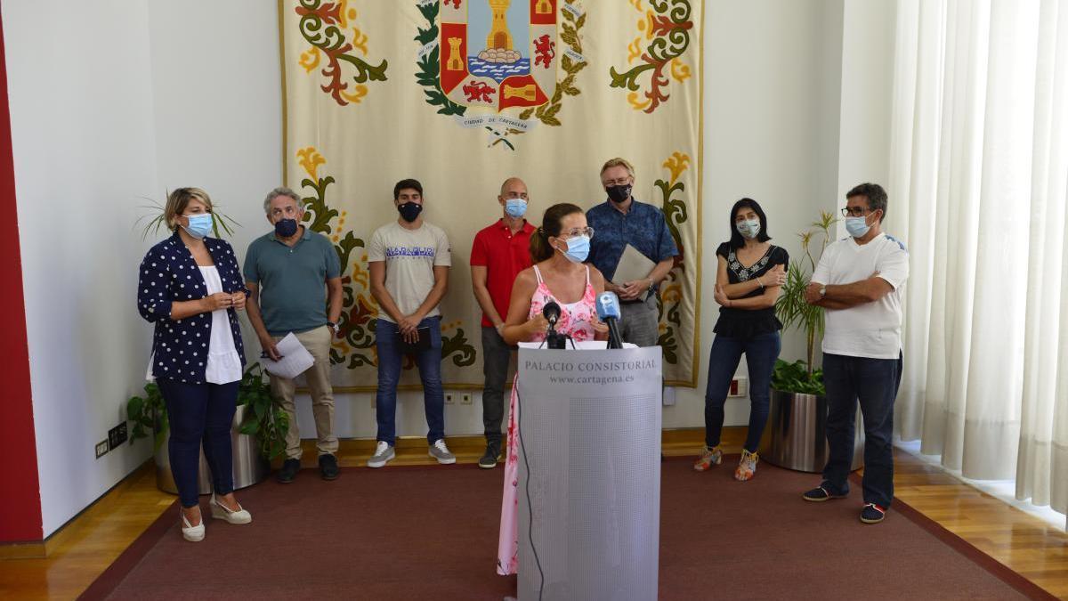 Ana Belén Castejón comparece tras reunirse con los representantes vecinales de los pueblos del Mar Menor.