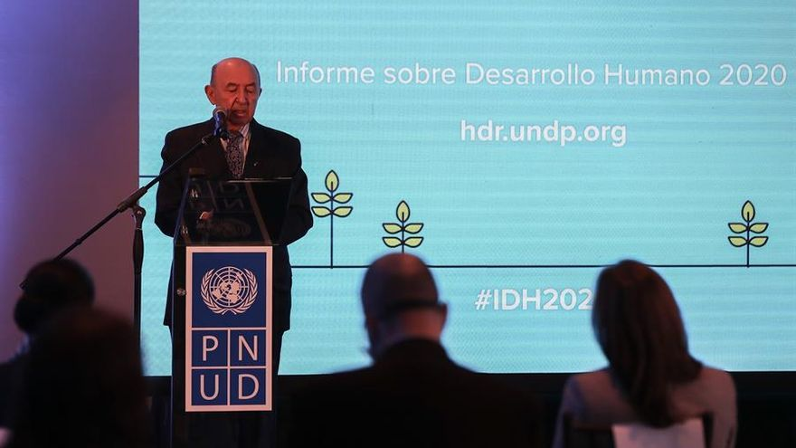 El canciller de Ecuador dimite en plena polémica diplomática con Argentina