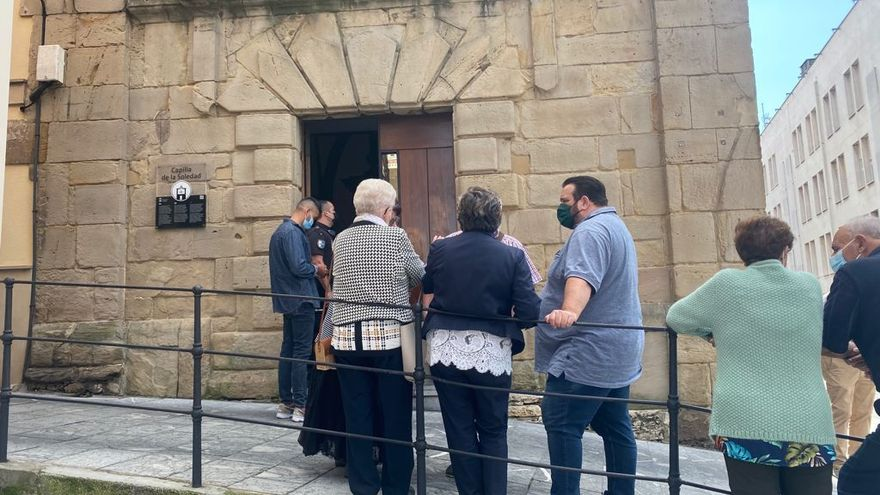Fallece un hombre en la misa de la Soledad, en Cimadevilla