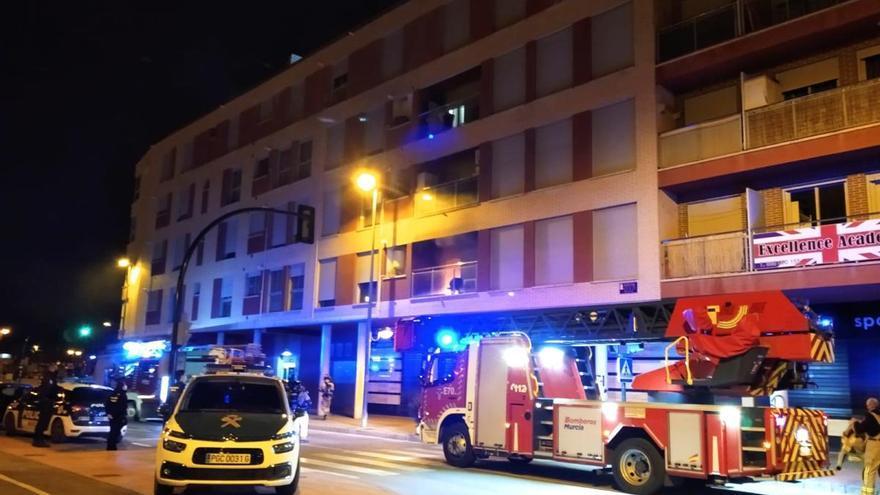 Vecinos de Cabezo acusan a los okupas de incendiar el piso al no poder entrar