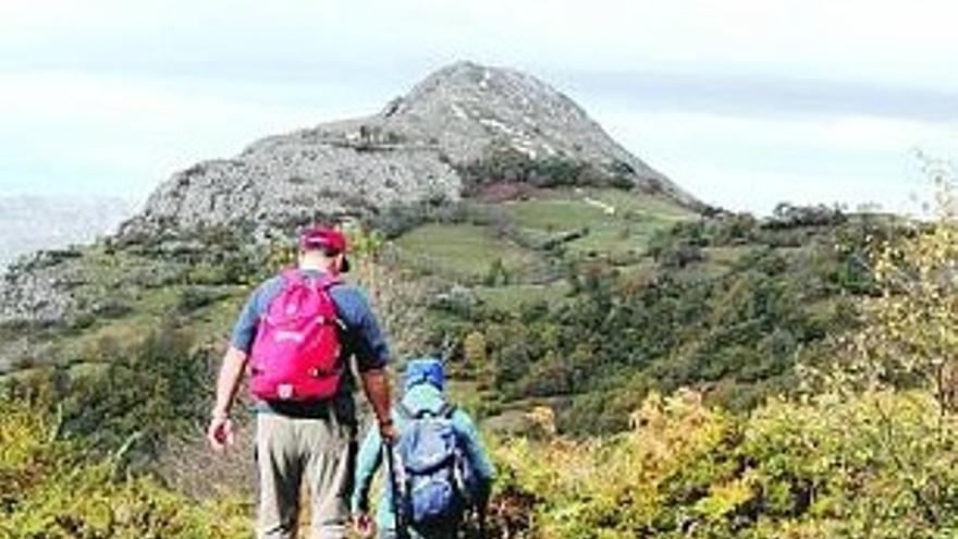 Caminando entre el Monte Caneo y la Peña Podre