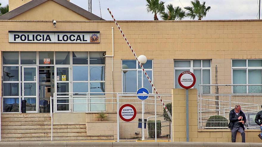 Fiscalía pide penas de cárcel para 3 policías acusados de quitar multas en Torrevieja