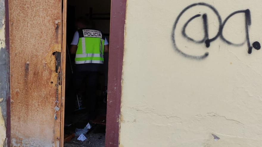 Una pelea por una vivienda ocupada deja un herido por arma blanca en Jinámar
