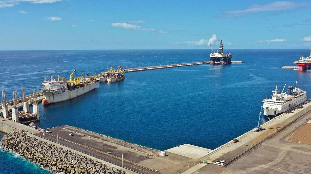 Vista general de las instalaciones del puerto de Granadilla.