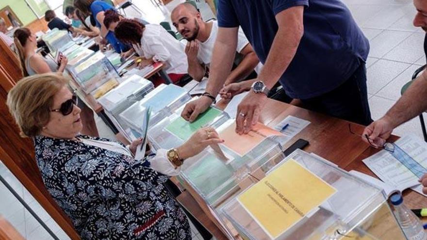 Vuelven a recontar votos en varios municipios canarios por problemas informáticos