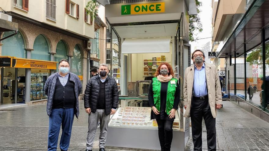 La ONCE estrena en Inca la nueva imagen de sus quioscos de venta