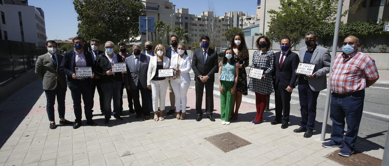 El alcalde, la vicealcaldesa y concejales de la Corporación, junto a representantes de las fiestas de Alicante