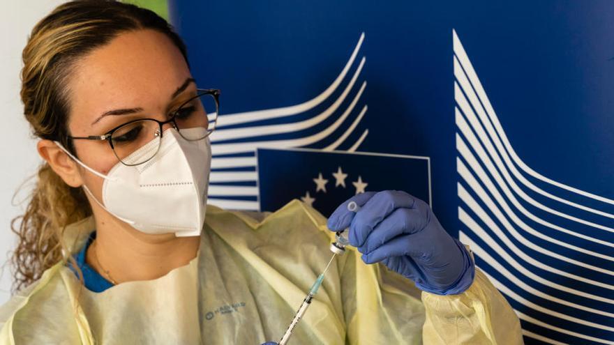 La UE bloquejarà les exportacions de vacunes si rep menys de les pactades amb les farmacèutiques