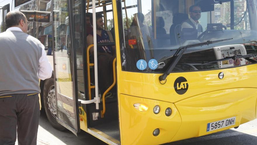 Beniel denuncia que se reduzca el número de trayectos en autobús a Murcia