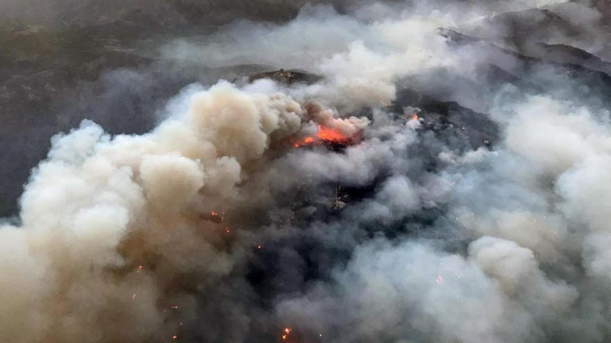 El incendio de Gran Canaria sigue activo, con tres focos estables