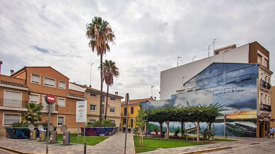 La plaça del Port ya luce su nueva imagen
