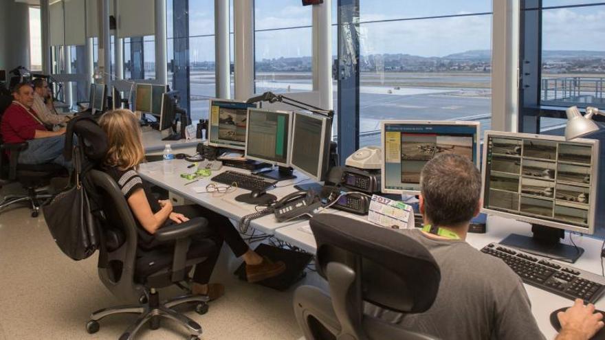 """Los controladores aéreos no podrán hablar en castellano: """"Afectará a la seguridad"""""""