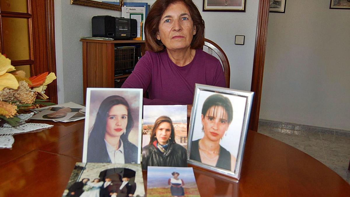 La madre de Susana Acebes Carballés, en las fotografías, en un reportaje de 2008 para este periódico. | S. C.