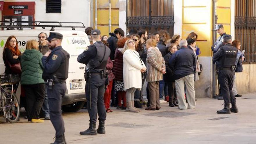 Mujica arrasa en València: colas y aglomeraciones para ver al expresidente uruguayo