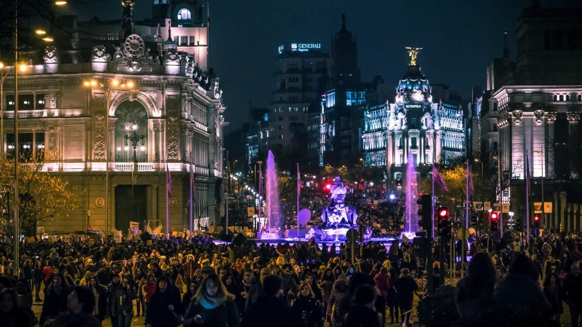 Iluminación por el 8M de 2018 en Madrid