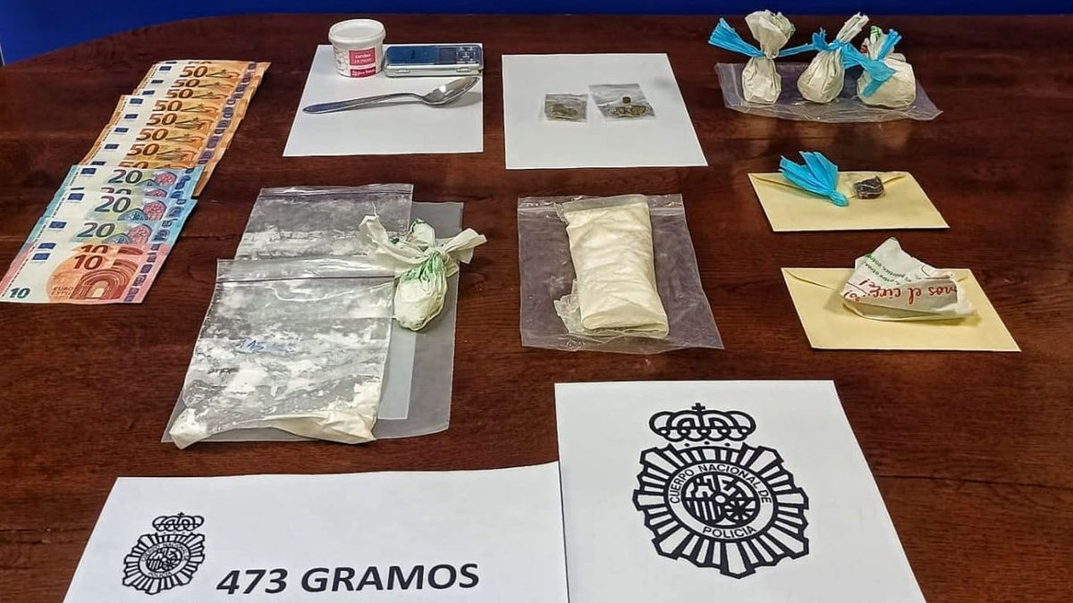 """Se intervinieron 470 gramos de """"speed"""", básculas de precisión, 550 euros en billetes fraccionados y diferentes utensilios preparados para la distribución"""