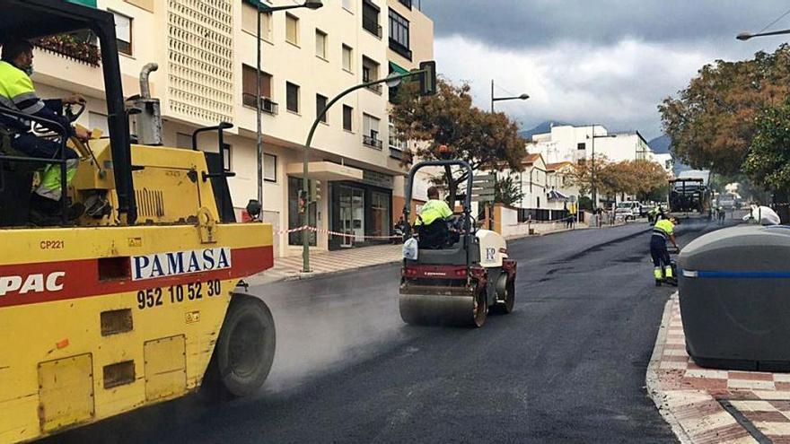 El Ayuntamiento de Marbella asfalta más de 48.000 metros cuadrados de pavimento