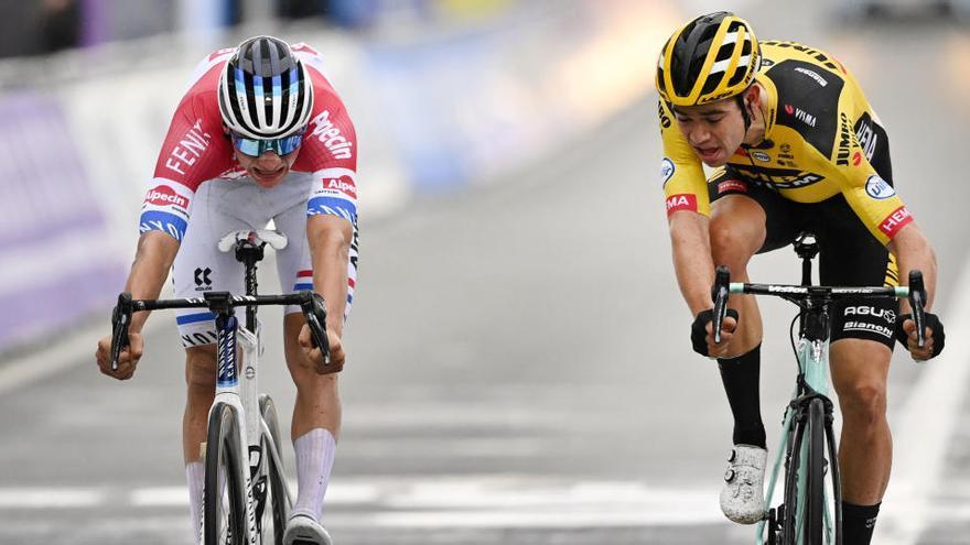 Van der Poel gana el mano a mano con Van Aert en Flandes